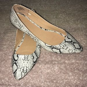 Old Navy Snake Print Pointed Flats
